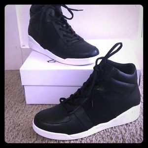 b28a07228a7 DKNY leather women s basketball sneakers 9 NEW!
